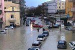 Maltempo nel Crotonese, pioggia per il terzo giorno di fila: scenari da guerra nelle città
