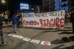 Manifestanti tentano di bloccare l'autostrada Salerno-Reggio allo svincolo di Cosenza Sud