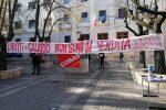 Call center Abramo di Crotone, manifestazione di protesta davanti la Prefettura di Cosenza