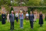 Moda, il principe Carlo lancia la sua collezione sostenibile: è stata disegnata in Italia