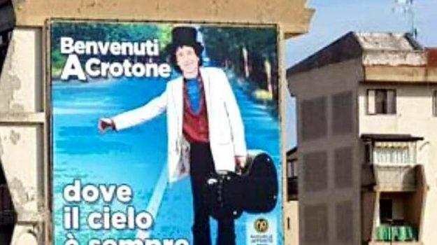 crotone, Rino Gaetano, Catanzaro, Calabria, Società