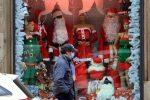 Covid in Gran Bretagna, a Natale via libera a incontri fino a tre gruppi familiari