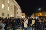 Reggio, protesta dei cittadini per la zona rossa in Calabria, carabiniere ferito con un colpo di pietra - Video