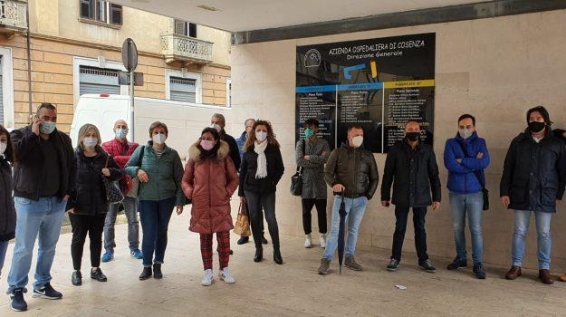 Cosenza, concorso per gli operatori socio-sanitari: nuova protesta davanti all'Asp