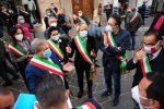 Sanità in Calabria, i sindaci del Vibonese protestano in piazza contro Governo e Regione