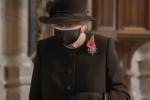 Gb, prima uscita in pubblico con la mascherina per la Regina Elisabetta