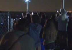 Spazio: selfie e foto a Cape Canaveral, il lancio dello SpaceX è virale Gli spettatori guardano il secondo lancio di SpaceX con equipaggio - LaPresse/AP