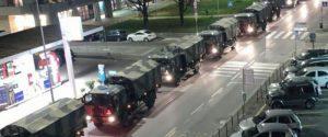 Camion militari in fila