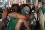 I dimostranti festeggiano in Argentina (ANSA)