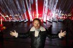 David Guetta in streaming davanti al Louvre, la diretta mondiale per celebrare l'arrivo del 2021
