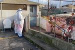 Contagi nelle baracche di Giostra, al via il trasferimento al Covid hotel di Trappitello