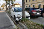 Distratto dal suo gatto, automobilista si schianta contro un albero a Messina