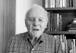 «45 anni sobrio»: la confessione emozionante di Anthony Hopkins Sir Anthony Hopkins, 82 anni, ha raccontato in un video su Twitter di aver smesso di bere da 45 anni - CorriereTV