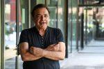 """I 70 anni di Nino Frassica: """"Ho conquistato il pubblico con una comicità surreale"""""""