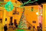 Cropalati ripropone l'albero di Natale realizzato... all'uncinetto