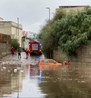 Reggio Calabria, auto sommersa. Intervento dei vigili del fuoco