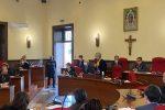 """Comune di Vibo, consulenze e """"short list"""" sospette. Lo scontro in Consiglio rinviato per... Covid"""
