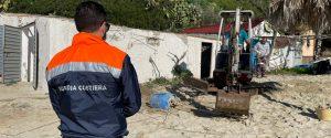 Ricadi, lotta all'abusivismo. Demoliti due manufatti in riva al mare