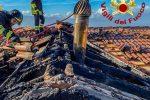 Luzzi, canna fumaria in fiamme: distrutto il tetto di un'abitazione