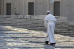 Maxi schermo sul prato del Foro Italico per assistere all'intervento di Papa Francesco a piazza Armerina