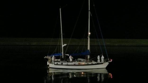 guardia di finanza crotone, isola capo rizzuto, Roan Vibo, sbarco immigrati, Catanzaro, Cronaca