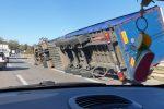 Forte vento in Sicilia: tre Tir si ribaltano in autostrada