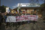Una protesta di infermieri davanti all'Annunziata