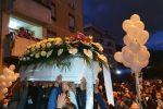 Folla e commozione ai funerali di Ylenia Bonavera
