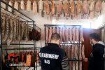 Reggio, salumificio all'interno di una casa: sequestrati 457 kg di salumi e 115 di carne privi di tracciabilità