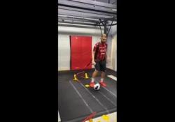 Allenamento a doppia velocità: dribbling sul tapis roulant Mo Ali Heydarpour è un creatore di contenuti social a tema calcistico - Dalla Rete