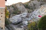 Terrore a Cassano e dramma sfiorato: costone roccioso piomba sulle case