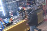Il momento della rapina nella tabaccheria di Schiavonea a Corigliano Rossano