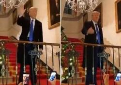 «Ci vediamo tra 4 anni», Donald Trump durante una festa natalizia alla Casa Bianca Decine di persone erano stipate nella Cross Hall al piano terra della Casa Bianca, tutti senza mascherine - CorriereTV