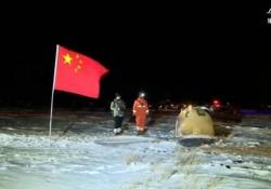 Cina, la sonda spaziale Chang'e-5 di nuovo sulla terra con campioni di suolo lunare Dopo Usa e Russia anche la potenza asiatica ha raccolto frammenti del nostro satellite naturale - Ansa