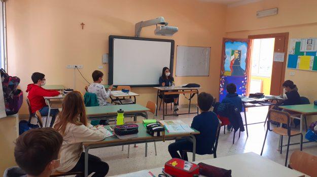 alunni, classe, raccolta firme, Emanuela Aiello, Marcello Manna, Cosenza, Cronaca