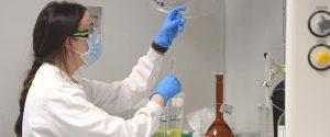 """Caos Vaccini, AstraZeneca si difende: """"Non aumenta il rischio di embolia o trombosi"""""""