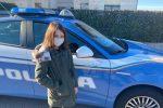 La favola di Giada: affida letterina a un palloncino, i doni portati dalla Polizia