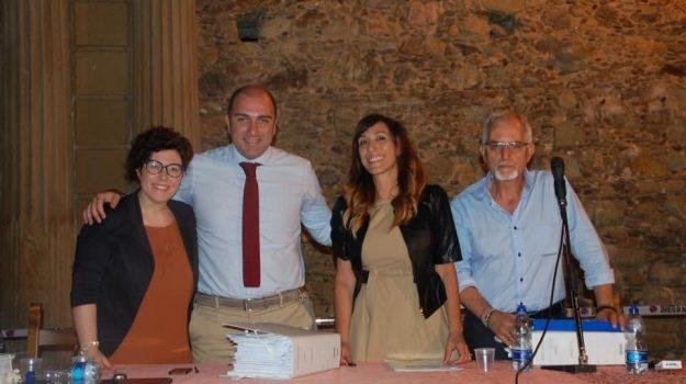 polemica, scuole, Andrea Filella, Anna Maria De Luca, Filomena Trotta, Franco Leta, Maria Concetta Carnevale, Cosenza, Politica