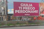 Messaggio d'amore su cartelloni pubblicitari tra Milazzo e Barcellona. Quanti casi in Italia