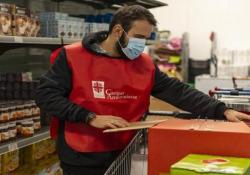 I nuovi poveri del Covid, la risposta del volontariato a Milano - Corriere Tv