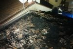 Acri, s'incendia la canna fumaria: salvo un anziano. Le immagini del rogo