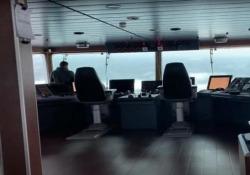 Le onde estreme del Mare del Nord viste dal capitano della nave Una nave finisce dentro una forte tempesta nel Mare del Nord - CorriereTV