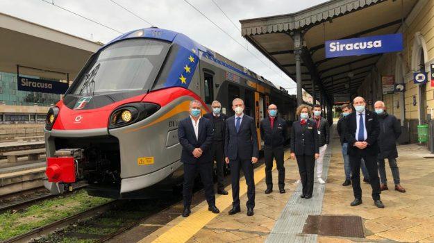 Il treno Pop alla stazione di Siracusa