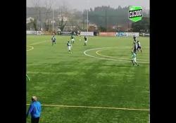 Portogallo, in gol con un tiro «arcobaleno» da centrocampo Un gol da centrocampo è sempre uno spettacolo: quello realizzato da Alex sembra disegnare proprio un arcobaleno - Dalla Rete