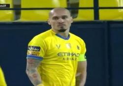 Questo difensore brasiliano ha segnato uno degli autogol più belli dell'anno Grazie alla rete, il Damac ha evitato la sconfitta contro Al-Nassr nella Premier League saudita - CorriereTV