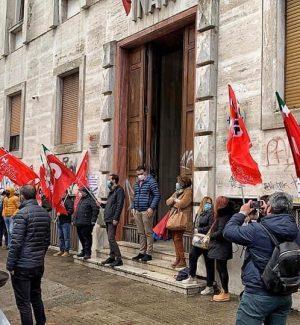 Sanità, sit-in precari all'Asp di Cosenza: a rischio disoccupazione