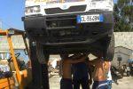 Stromboli, l'ambulanza non c'è, portato all'elisoccorso su... una motoape
