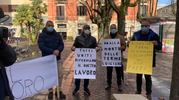 Cosenza, in Prefettura la protesta dei lavoratori delle Terme Luigiane. Senza esito il vertice
