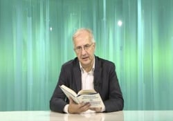 Walter Veltroni legge il suo nuovo libro: il capitolo sulla «partita del secolo» Italia-Germania .«Labirinto italiano. Viaggio nella memoria di un Paese» è edito da Solferino - CorriereTV