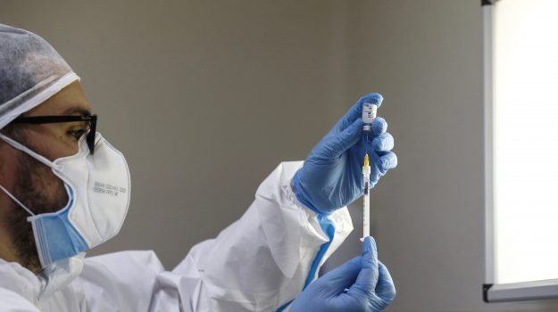 vaccini anti covid, Guido Longo, Calabria, Cronaca